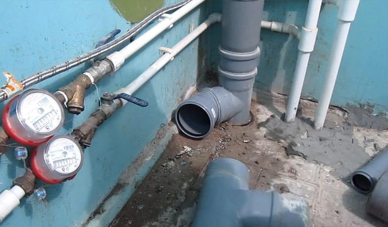 Замена тройника в канализационном стояке